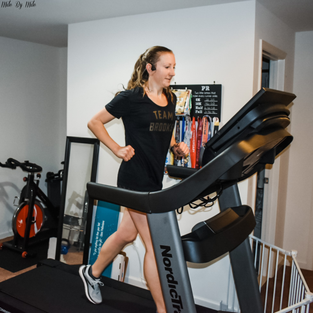 We've all heard the common reasons why treadmill runs can be beneficial: run safely in bad weather, wear less layers, catch up on your favorite shows, and have a bathroom nearby. Did you know there are a few other (potential) benefits that I have realized this month as I've been running on the treadmill more? Here are 3 benefits of treadmill running that you may not have realized.